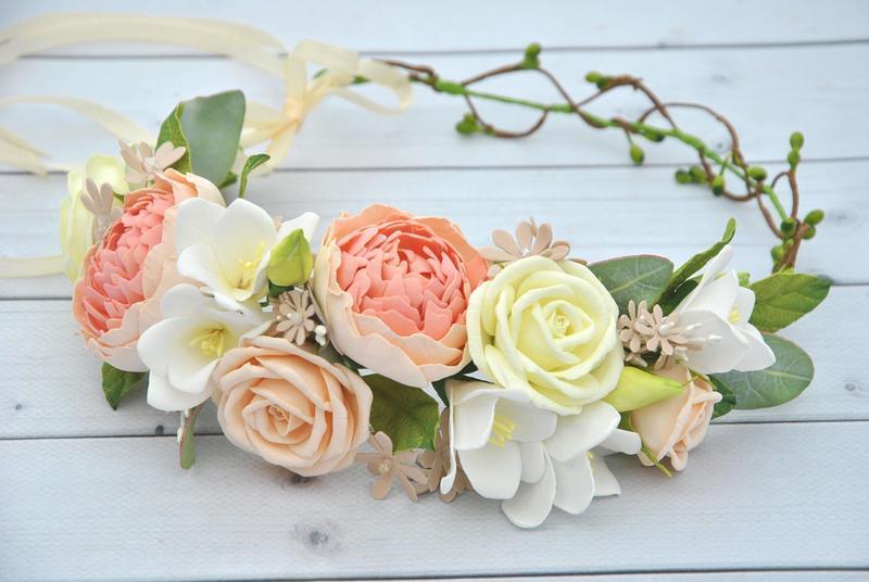 Венок ассиметричный с цветами в пастельный тонах Венок с пионами,розами и фрезиями