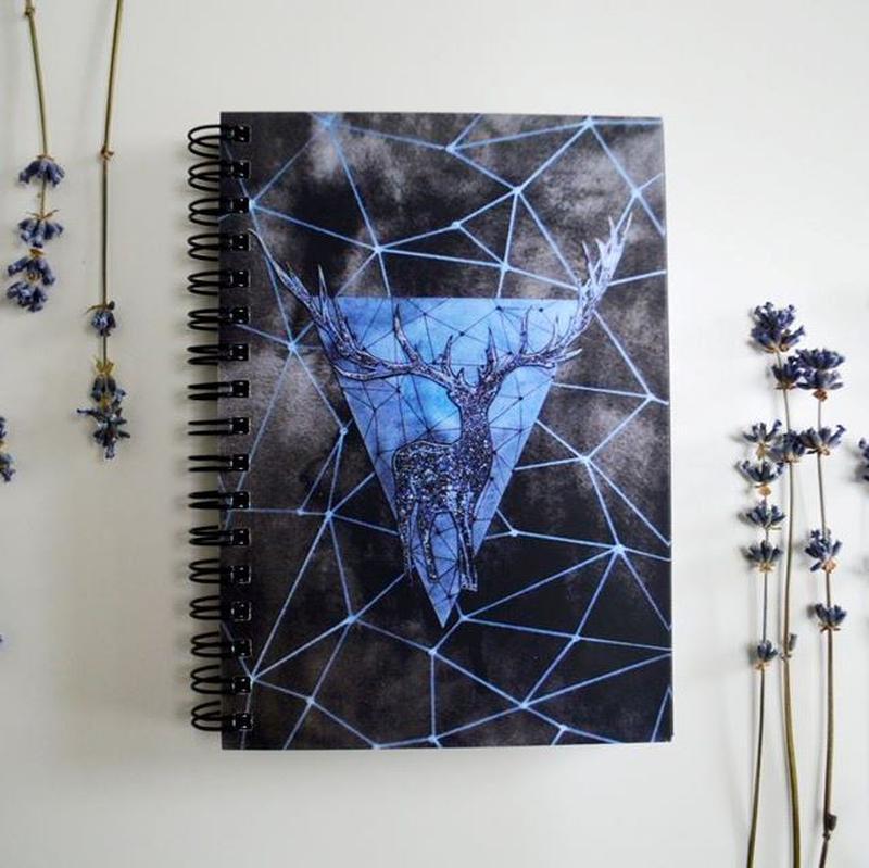 """Скетчбук бежевые страницы. Авторский рисунок """"Геометрический олень"""""""