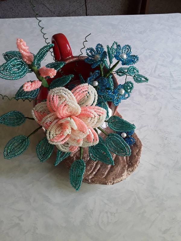 Цветы из бисера в чашке