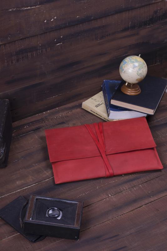 Кожаный чехол для ноутбука красный