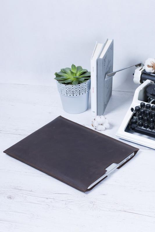 Компактный чехол для Macbook из натуральной кожи коричневый