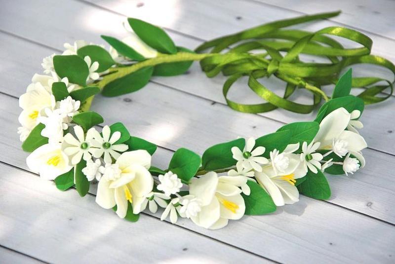 Венок из белых цветов на причастие,венчание Венок в волосы из белых фрезий и листвы