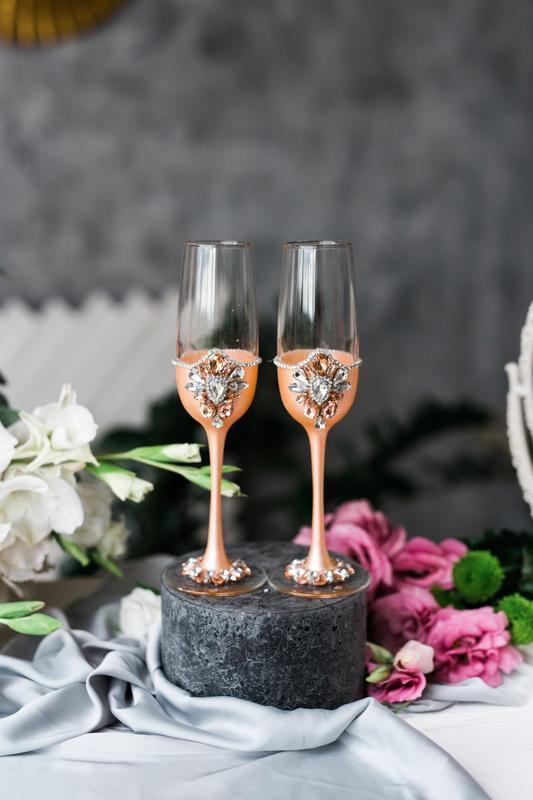 Свадебные бокалы Персиковый цветок. Бокалы для молодоженов