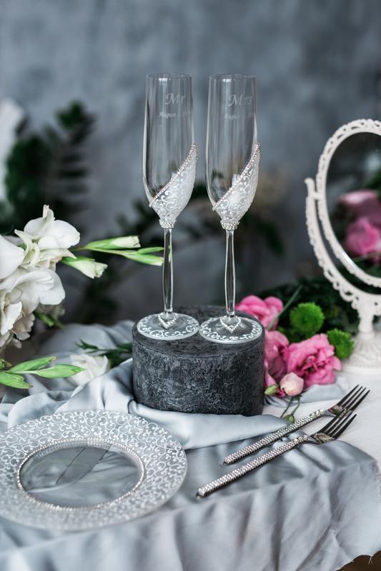 Свадебные бокалы Изысканная классика. Фужеры на свадьбу для молодых.