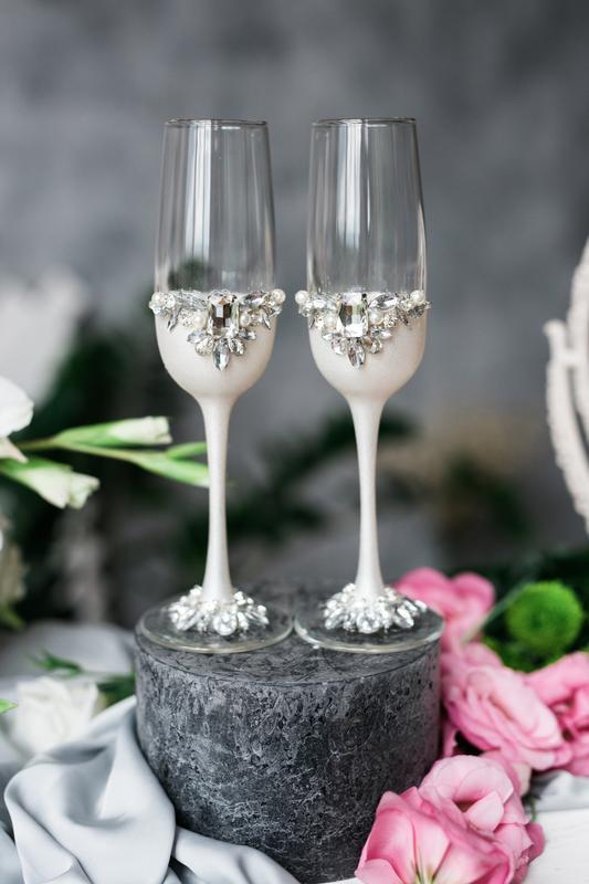 Свадебные бокалы Белая диадема. Фужеры на свадьбу.