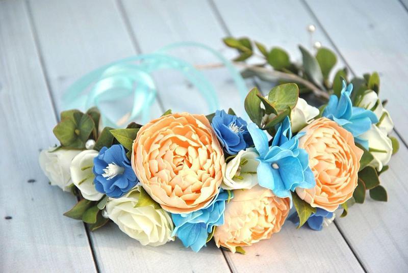 Венок с персиковыми пионами голубыми гортензиями и розами Венок цветочный в прическу