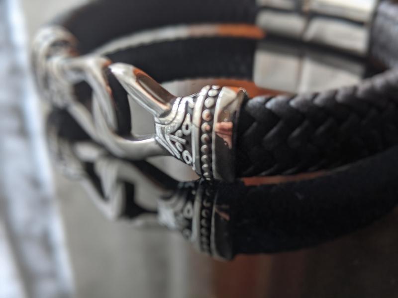 Кожаный браслет мужской.