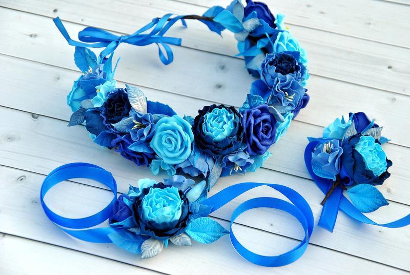 Комплект украшений с сине-голубых тонах Венок для волос с цветами,бутоньерка и браслет на руку