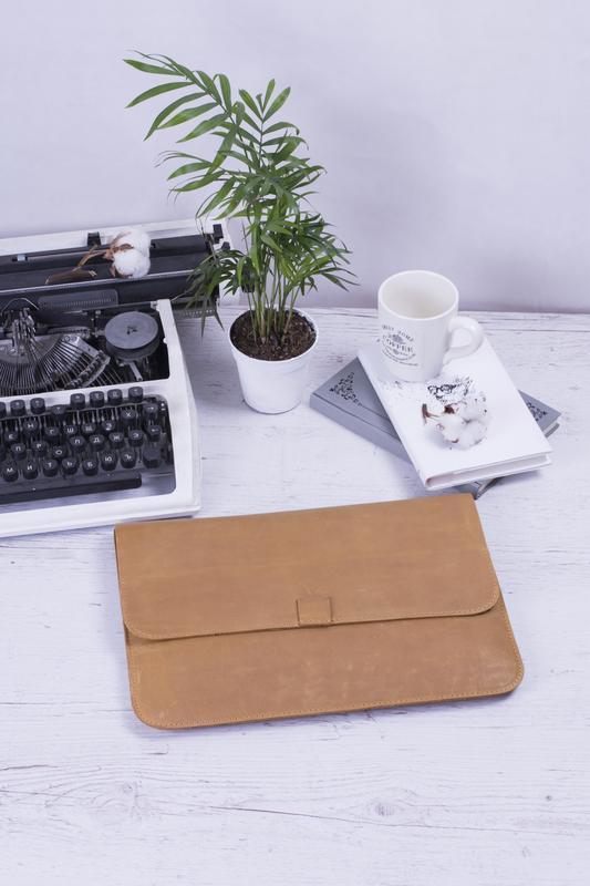 Кожаный чехол для ноутбука на скрытом магните желтый