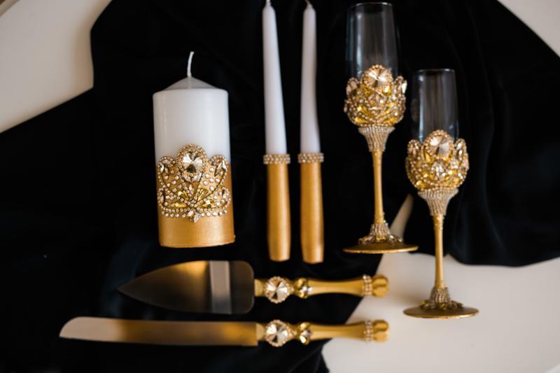 Набор на свадьбу Арт деко. Бокалы, приборы для свадебного торта, набор свечей в золотом цвете