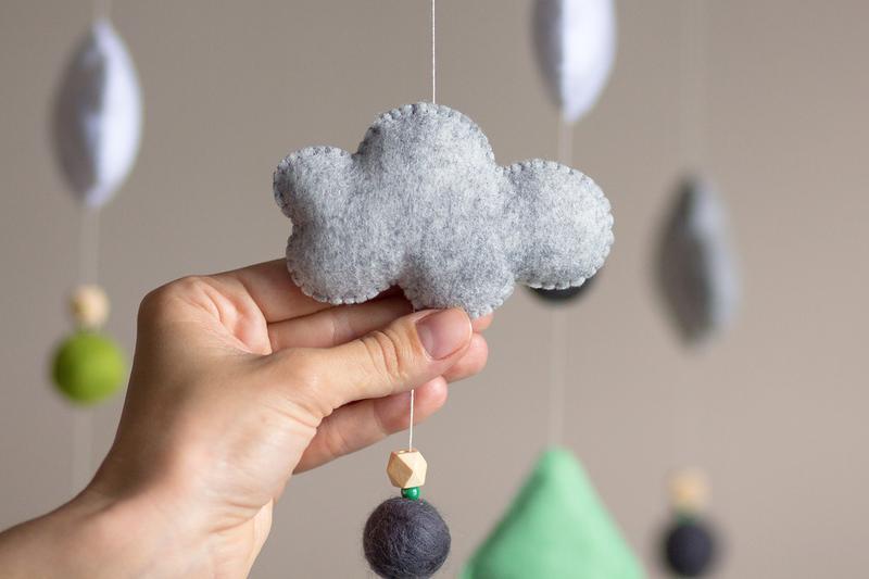 Мобиль для новорожденного Лесной заяц с ёлками
