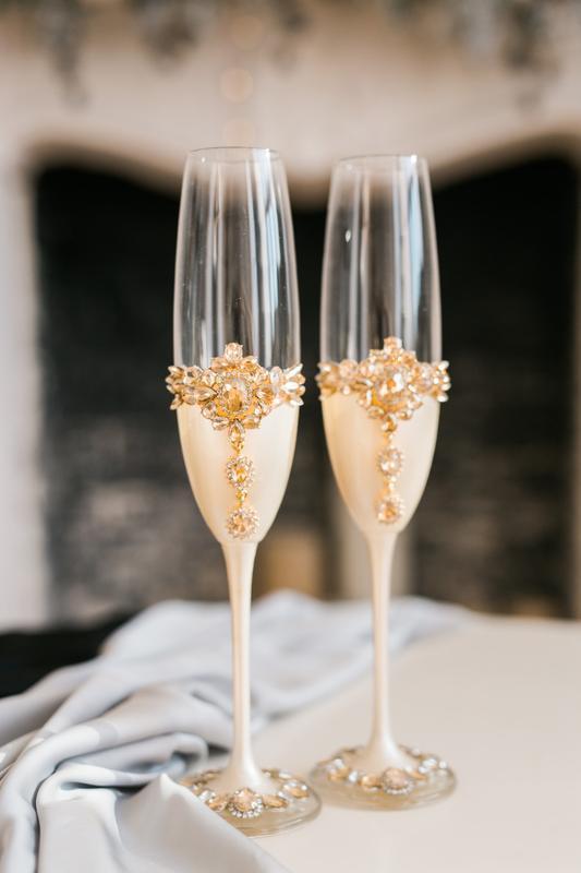 Набор свадебный Золотой цветок. Фужеры и приборы для свадебного торта в цвете айвори с декором