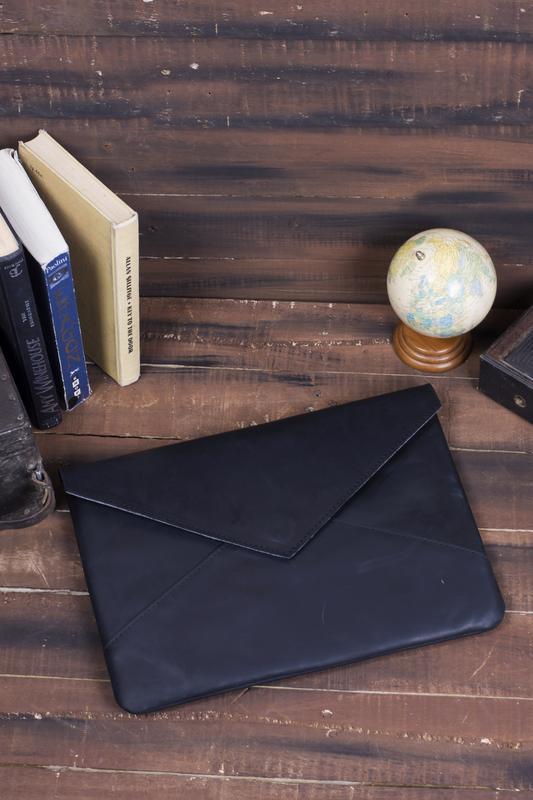 Кожаный черный чехол для ноутбука в форме конверта