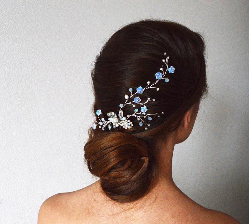 Украшение для свадебной прически в серебристо голубых тонах - с лунным камнем и жемчугом
