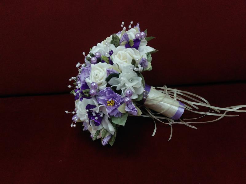 Свадебный букет-дублер из орхидей и роз сиреневый с молочным (айвори)