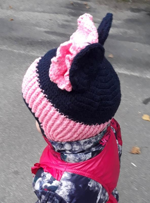 Вязаная осенняя шапка для девочки Мышка