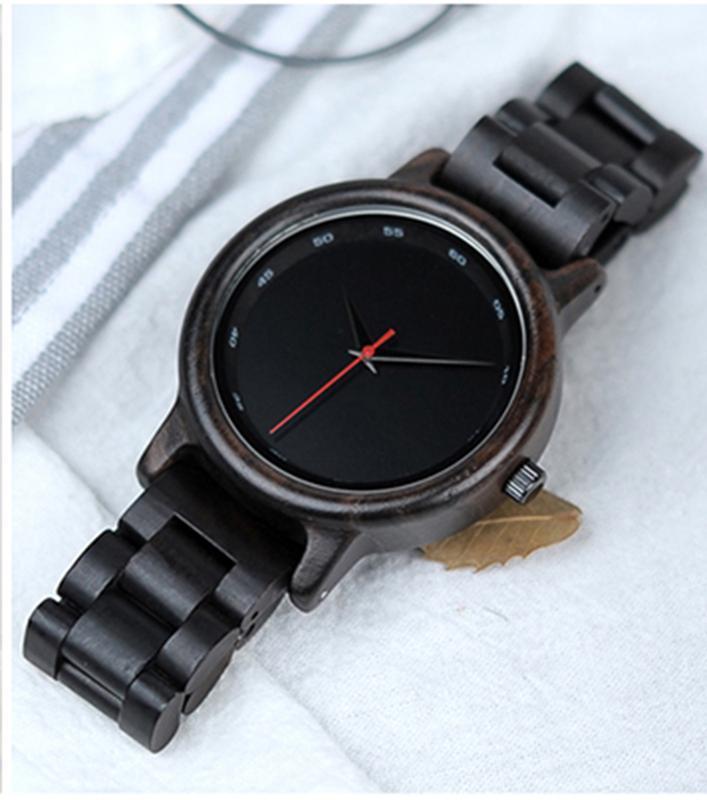 Стильные именные деревянные часы с гравировкой Woodi 1