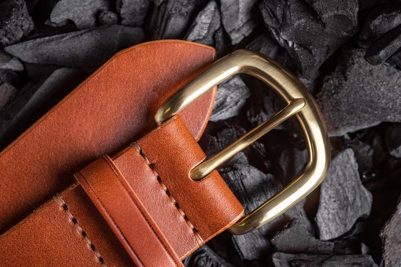 Ремень из натуральной кожи с латунной пряжкой в коньячном цвете от мастерской Hidemont 0185