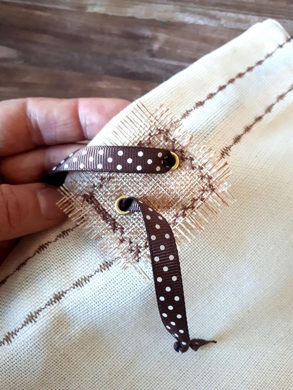 Подарочный вариант эко-мешочка из грубого хлопка с вышивкой (34*28см)