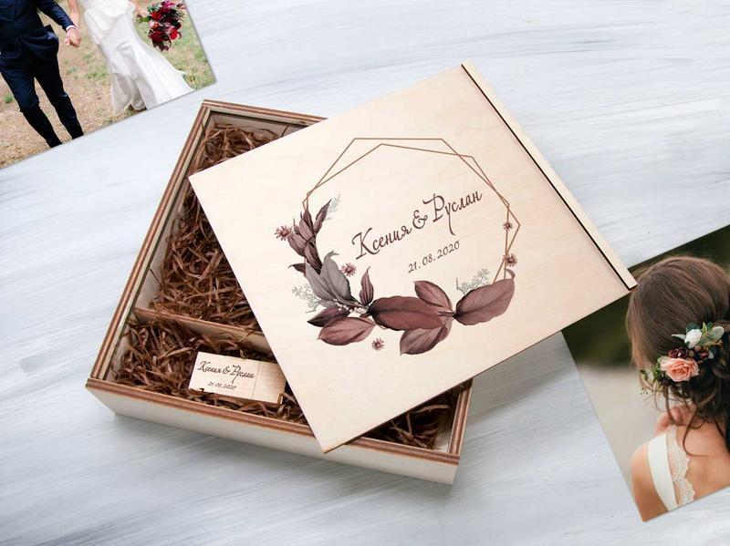 Деревянная коробка для фото и флешки в подарок молодоженам