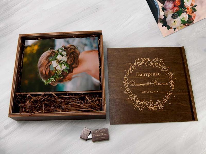 Деревянная коробка с гравировкой для свадебных фотографий и флешки
