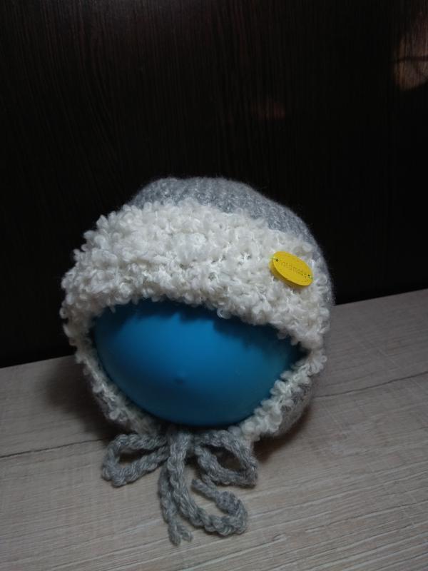 Вязанная тёплая шапочка для малыша