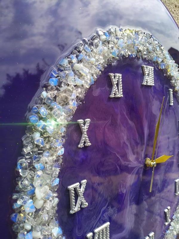 Часы авторские с полудрагоценными камнями