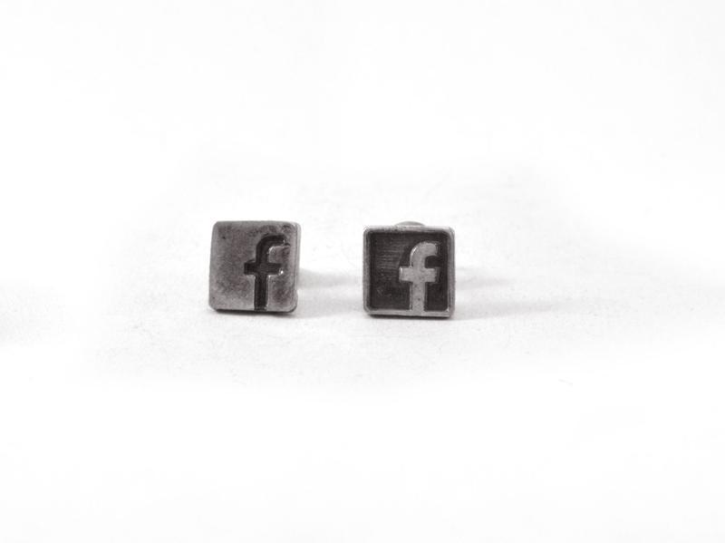 """Серьги """"Facebook"""""""
