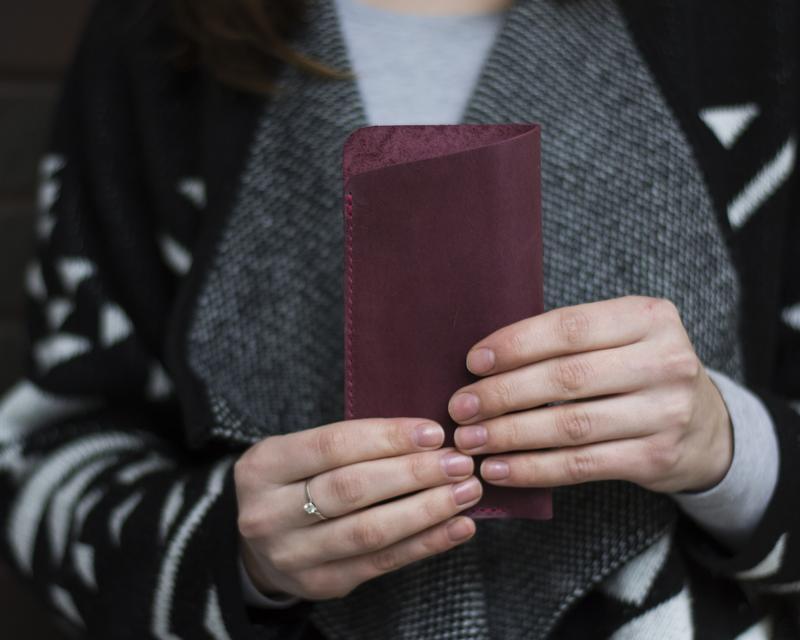 Кожаный бордовый чехол для очков