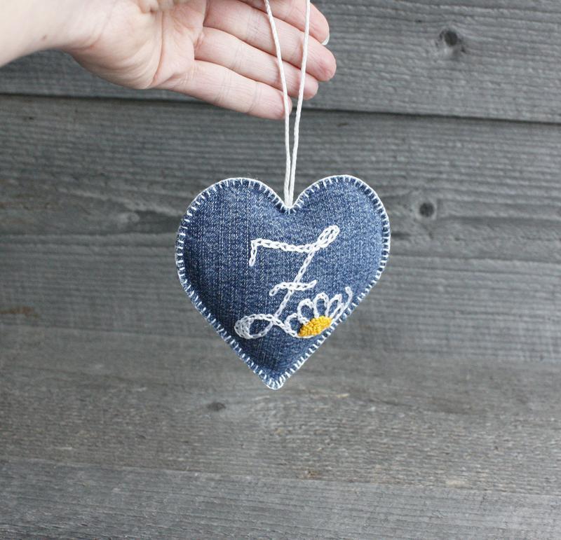 Валентинка сердце с монограммой Лавандовое саше с натуральной лавандой из джинса Подвеска в машину