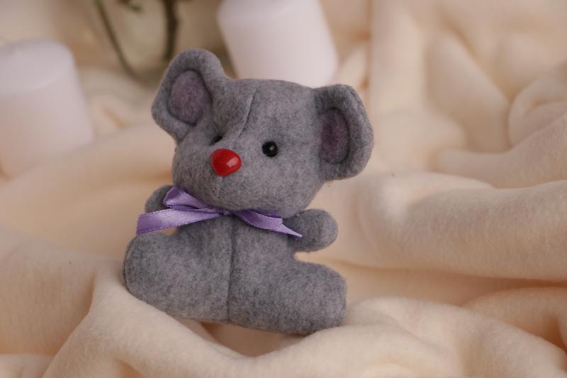Декоративная Мышка Мини с фетра в сером цвете