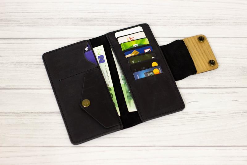 Черный кожаный мужской кошелек с гравировкой вегвизир. Большое портмоне с индивидуальной гравировкой