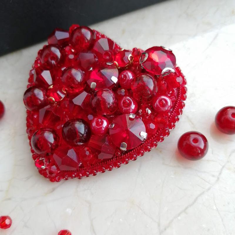 Брошка Сердце - подарок на День Святого Валентина, в наличии, Киев