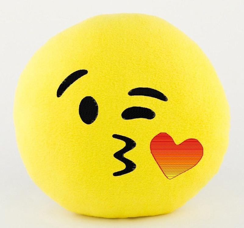 Смайлик воздушный поцелуй (вышивка) 35 см