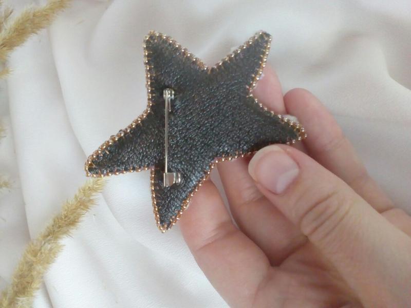 Комплект брошей Золотое сердце для звёзды Набір прикрас Золоте серце для зірки