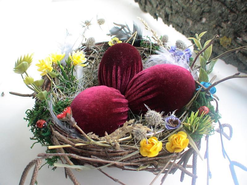 Пасхальный декор. Гнездо с яйцами.