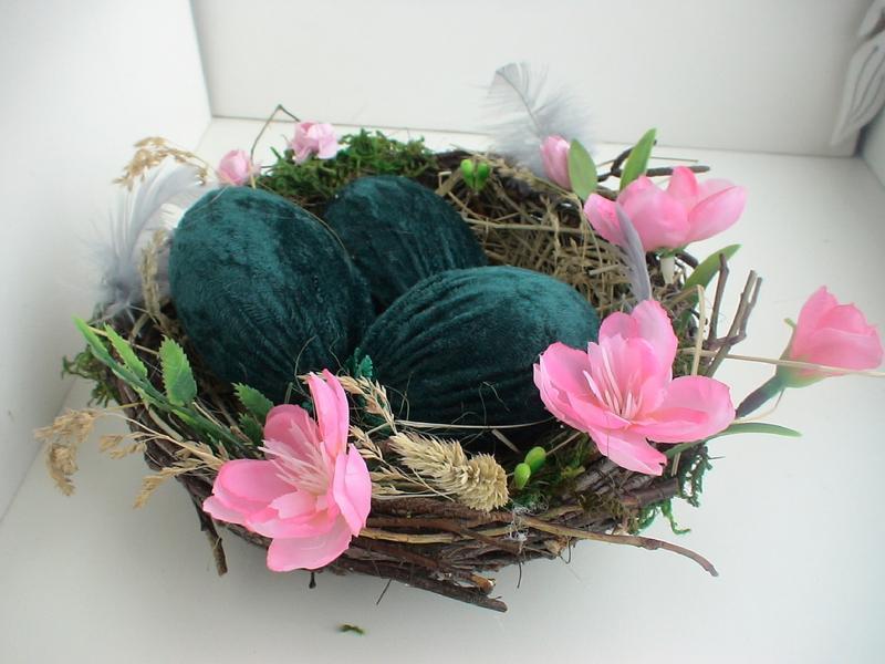 Пасхальная композици. Гнездо с яйцами