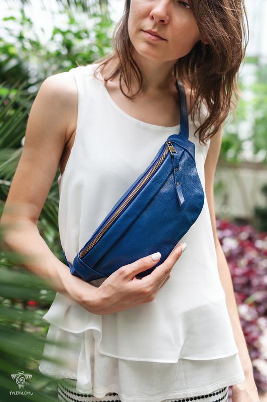 Синяя сумка бананка женская