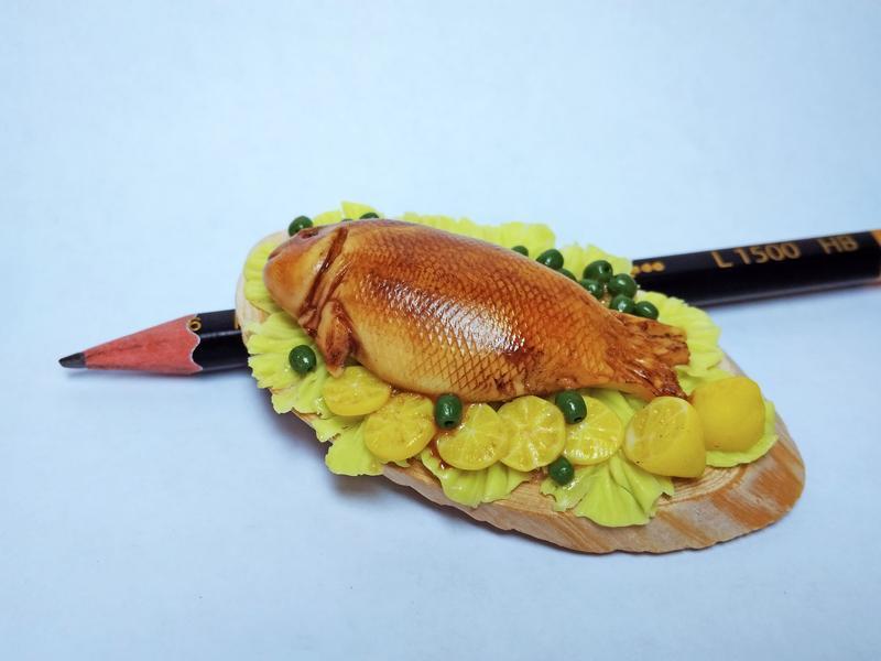 """Кулинарная миниатюра в виде магнита """"Жареная рыбка"""""""