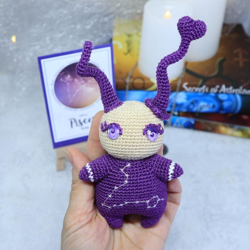 Вязаная игрушка кукла, знак зодиака Рыбы, подарок на день рождения
