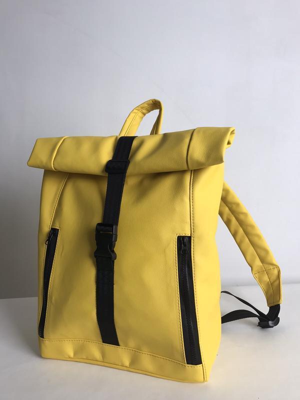 Женский желтый ролл для путешествий