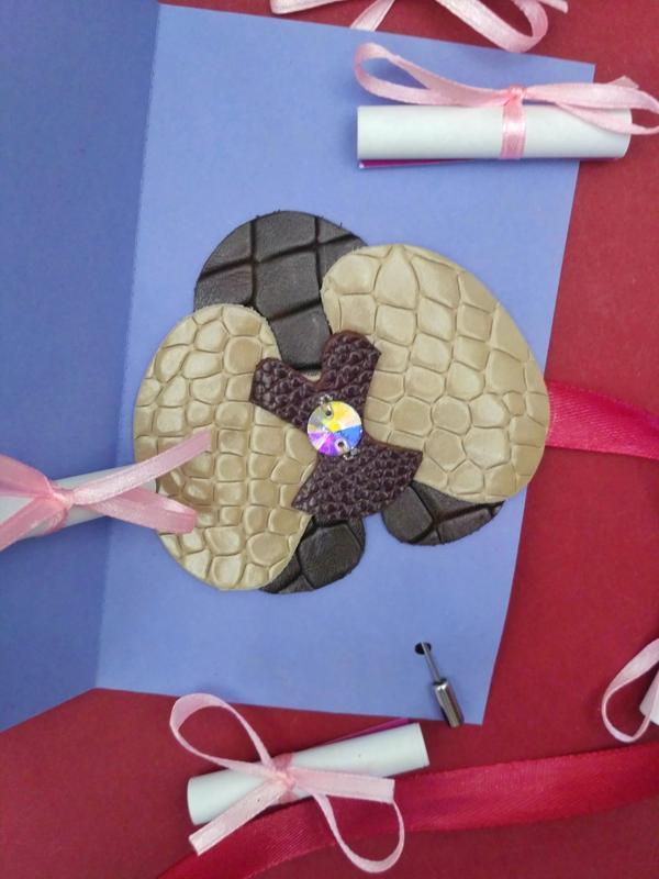 Поздравительная открытка на свадьбу с брошкой  или ко дню рождения. Ручная работа