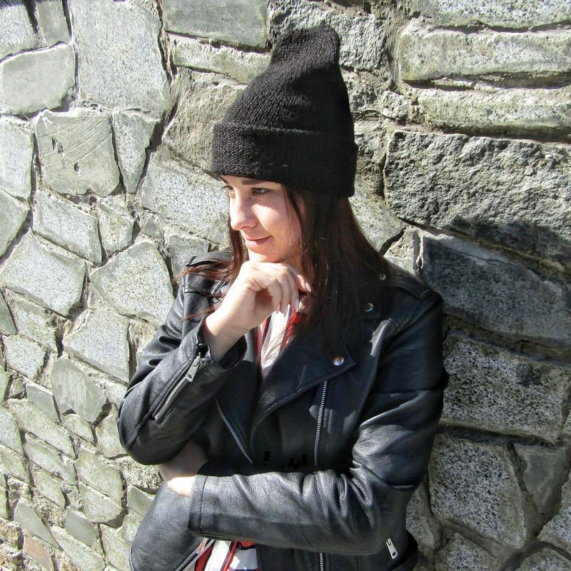 Женская шапка чорная