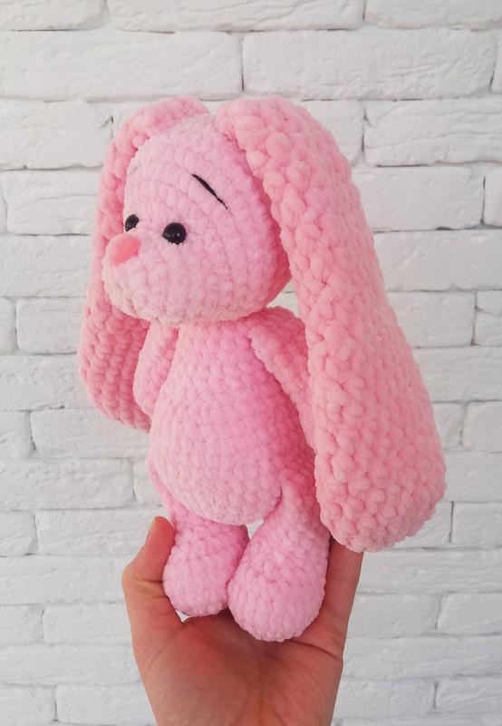 Вязаный розовый зайка
