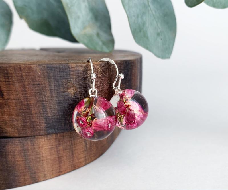 Серьги с малиновым вереском. Украшения с цветами. Эрика. (модель № 2551) Glassy Flowers