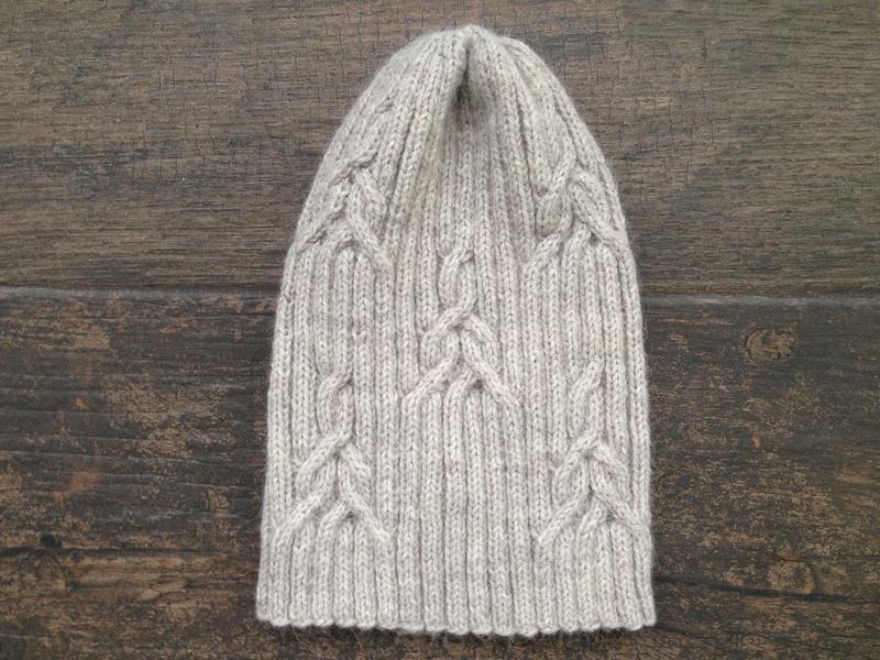 шапка вязаная  светло- бежевая