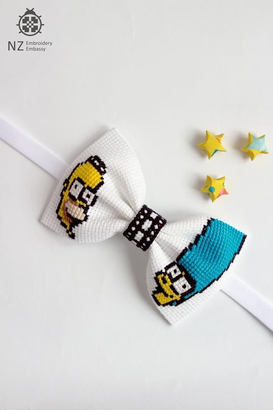 "Вышитая галстук-бабочка ""Simpsons"""