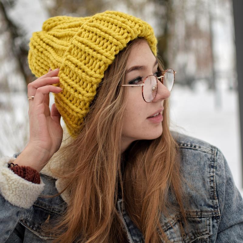 Вязаная женская шапка, цвет горчица