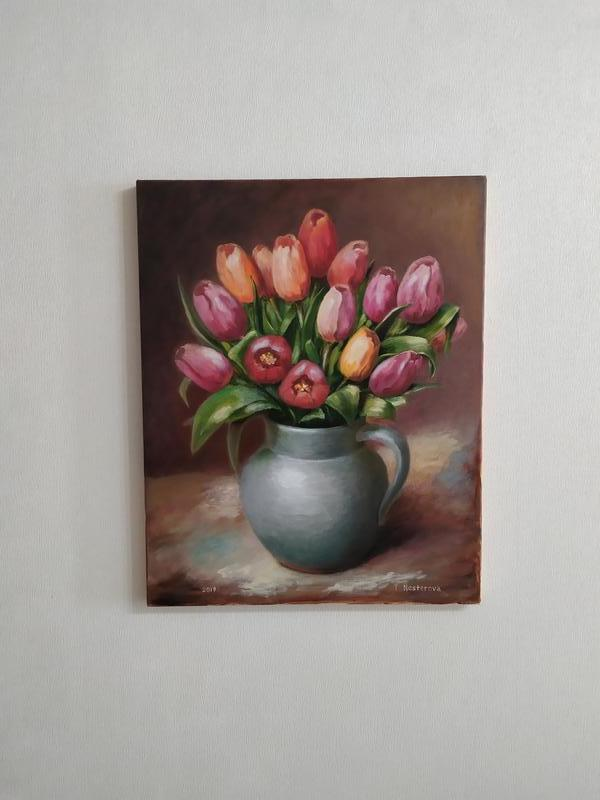Натюрморт Тюльпаны в серой вазе