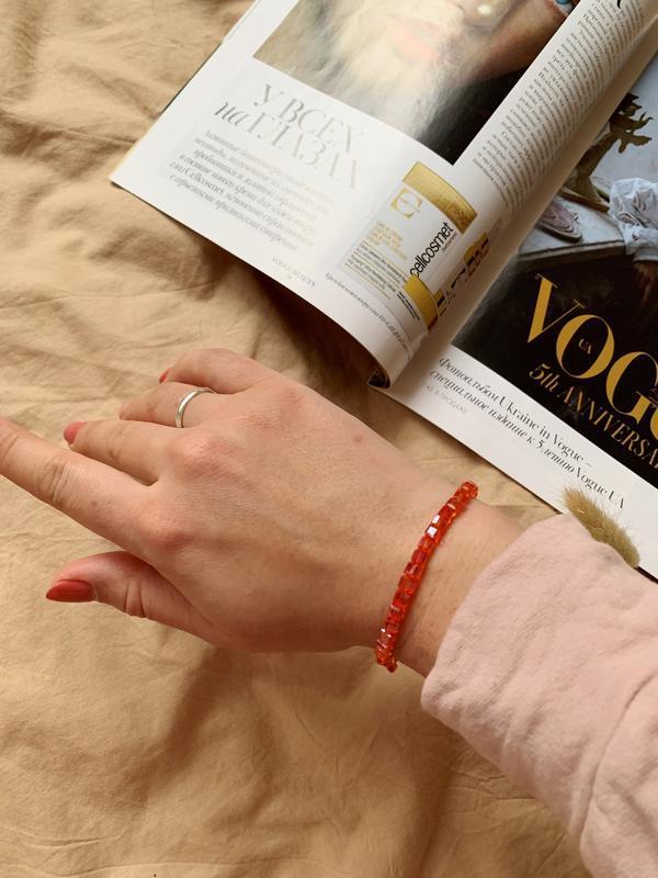 Красивый женский нежный тонкий браслет из бисера
